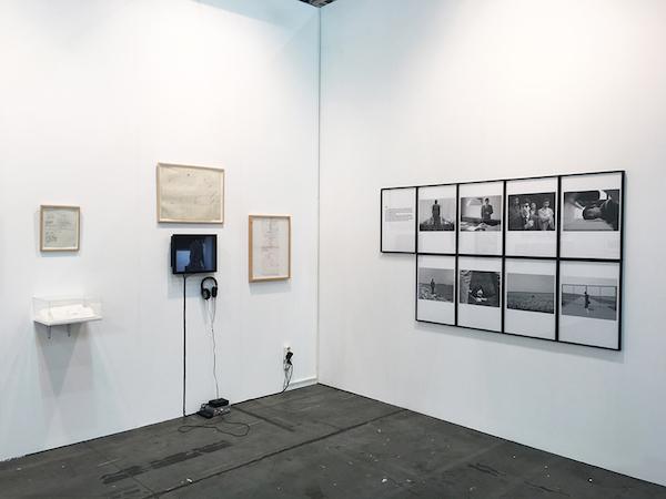 2015_backtofuture_dan-gunn-and-ellen-de-bruijne_s-shared-booth-at-artissima-2015-dedicated-to-artist-michael-smith